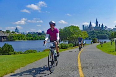 Ottawa-road-cyclists-Rideau-path-900x600-web
